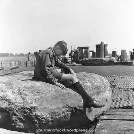 1954-stonehenge_copy42
