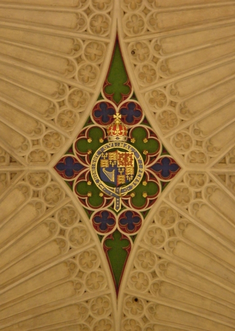 BathAbbeyCeiling_CoatOfArms_HoniSoitMotto